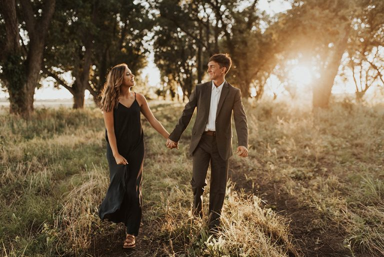 11 Best Tips for Engagement Photos | Ultimate Guide for 2021