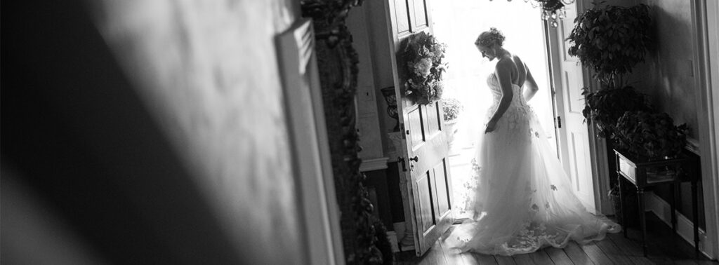 The bride and the wedding dress from behind. A photo that you want to include in your wedding photo shot list.