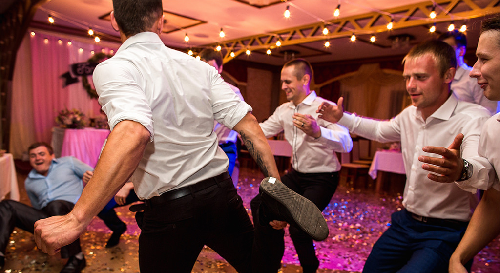 Groomsmen dancing to a 90s song at a wedding